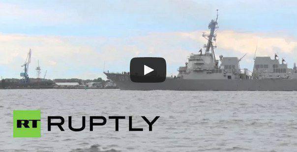 Un destroyer américain arrive à Riga