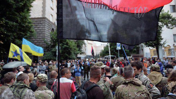 "Edward Basurin: Fighters ""Right Sector"" estão se mudando para Kiev"
