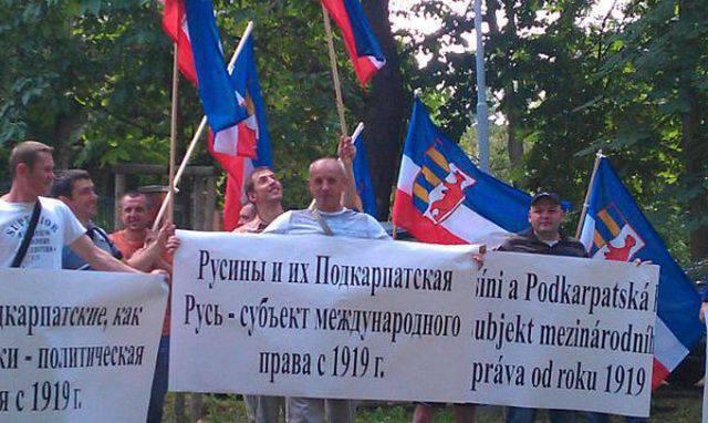 """Député ukrainien a proposé de """"brûler avec un fer chaud"""" Rusyns Transcarpathia"""