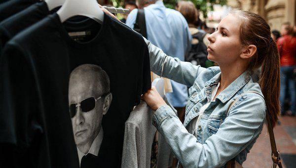 Le consul honoraire d'Ukraine, vêtu d'un t-shirt avec Poutine, a perdu son poste