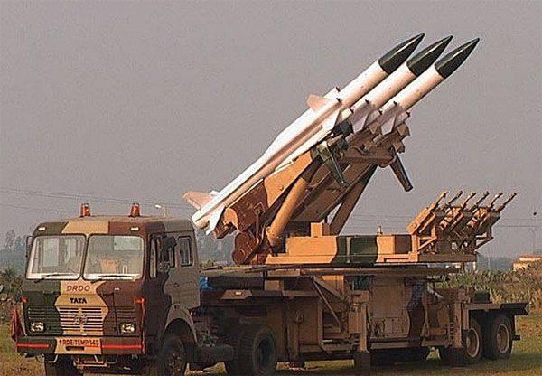 """Modifiye edilmiş hava savunma sistemleri """"Akash"""", Hindistan ordusu ile hizmete girdi"""