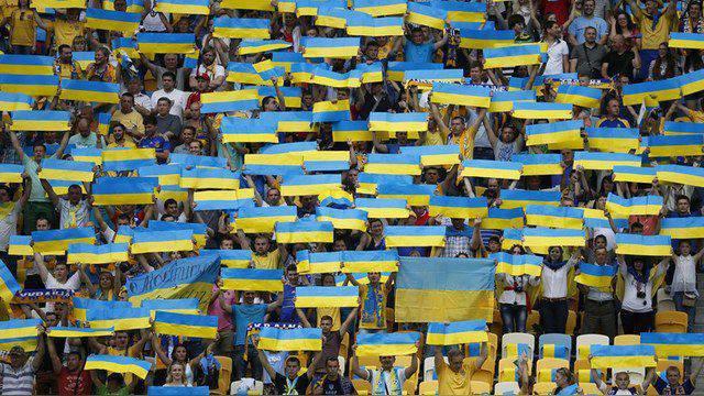 우크라이나 정치 과학자 : 키예프 당국은 Donbass와 Crimea에서 러시아의 모든 것을 파괴 할 것입니다