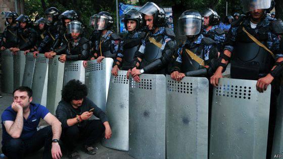 Curateurs mécontents: les Arméniens protestent mal