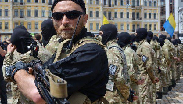 I polacchi sono indignati per le buffonate del combattente neonazista del battaglione Azov