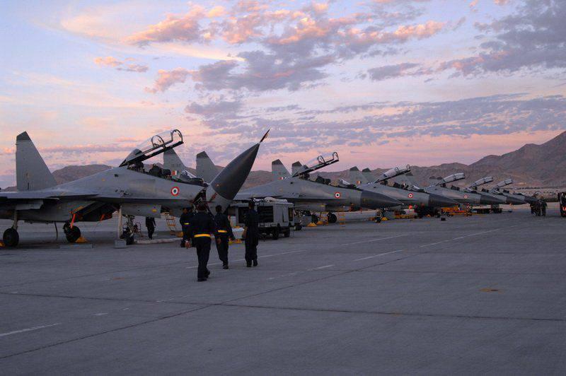 L'Inde et la Grande-Bretagne ont tenu des combats d'entraînement Su-30 et Typhoon