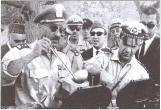 ソビエトのコンサルタント役員が1975でアフガニスタン軍をテストした方法