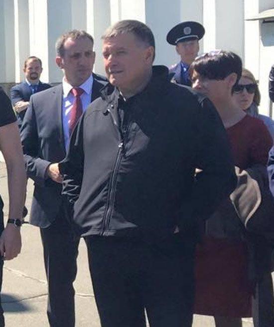 """यूक्रेनी """"अनुक्रम"""" के चमत्कार: अवाकोव ने कहा कि उन्हें तुरंत मसौदा छोड़ देना चाहिए और सेना को अनुबंध के आधार पर स्थानांतरित करना चाहिए"""