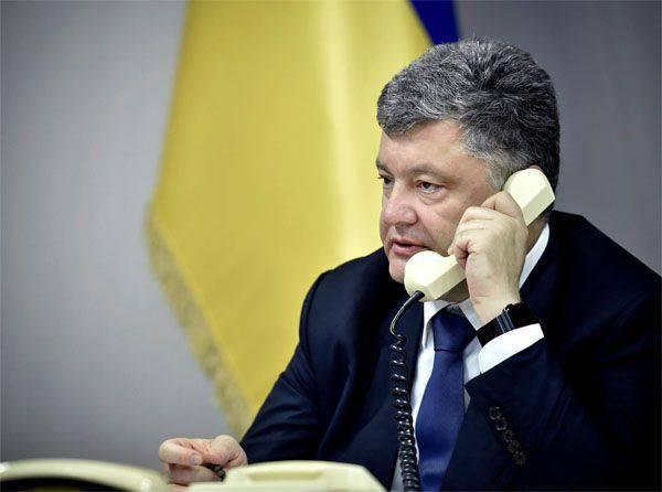 ウクライナの憲法裁判所が「地方分権」の憲法に関する法案の草案を認める決定に憤慨しているウクライナ議会の急進派