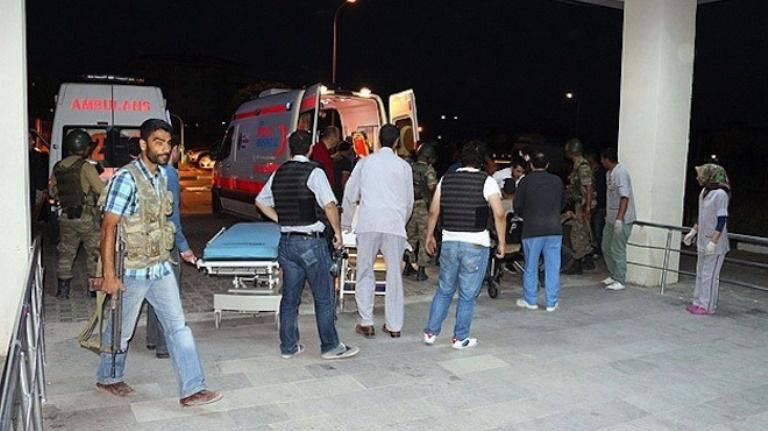 トルコでは、警察署の近くで、2トンの爆薬が爆破されます