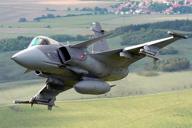 NATOはバルト海のその航空機の数を半分に減らす