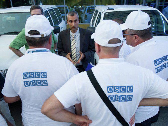 Gli osservatori dell'OSCE sono andati agli abitanti di Donetsk, riuniti nel loro hotel