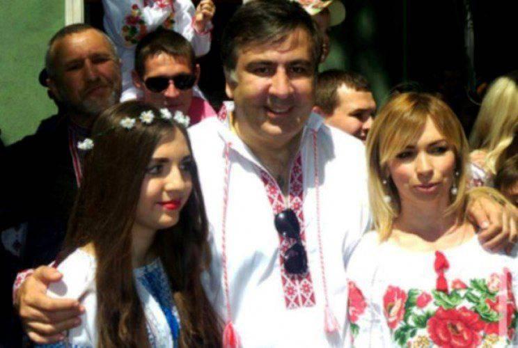 """사 카슈 빌리 (Saakashvili)는 러시아 """"실크로드 (Silk Road)""""에서 벗어나려고한다."""