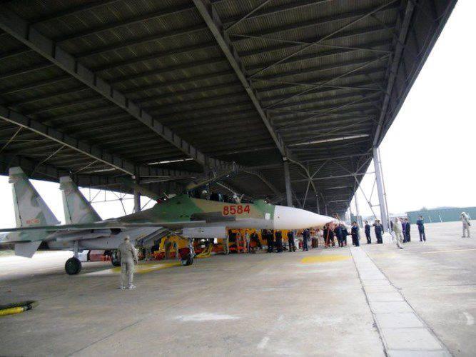 또 다른 두명의 Su-30MK2이 베트남으로 배달되었습니다.
