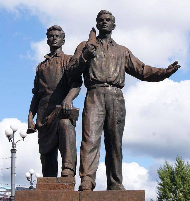 カリーニングラード地方のソヴェツク市長は、ヴィリニュス市長にグリーンブリッジから解体されたソビエトの彫刻を市に引き渡すよう申し出ました。