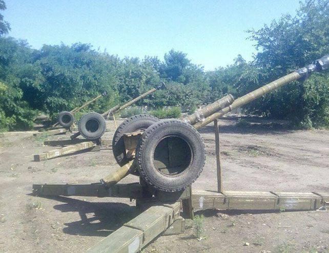 Poroshenkoの顧問は、民兵との闘いにおけるウクライナ軍が「偽の」砲兵を使用したという事実を誇りに思う