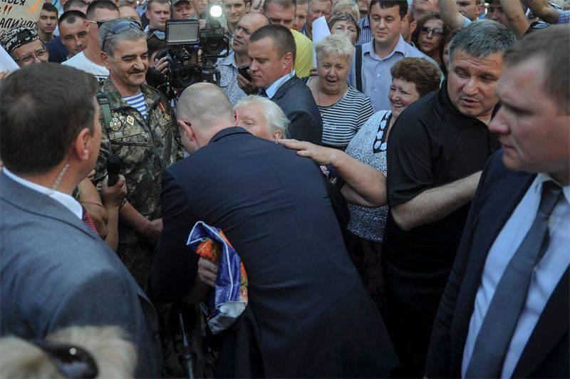 "Yatsenyuk ""Kiev treshka"" da Donbass'ın restorasyonunu takdir etti"