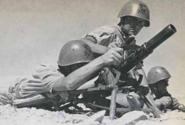 제 2 차 세계 대전의 50-mm 박격포 : 경험, 문제점, 전망.