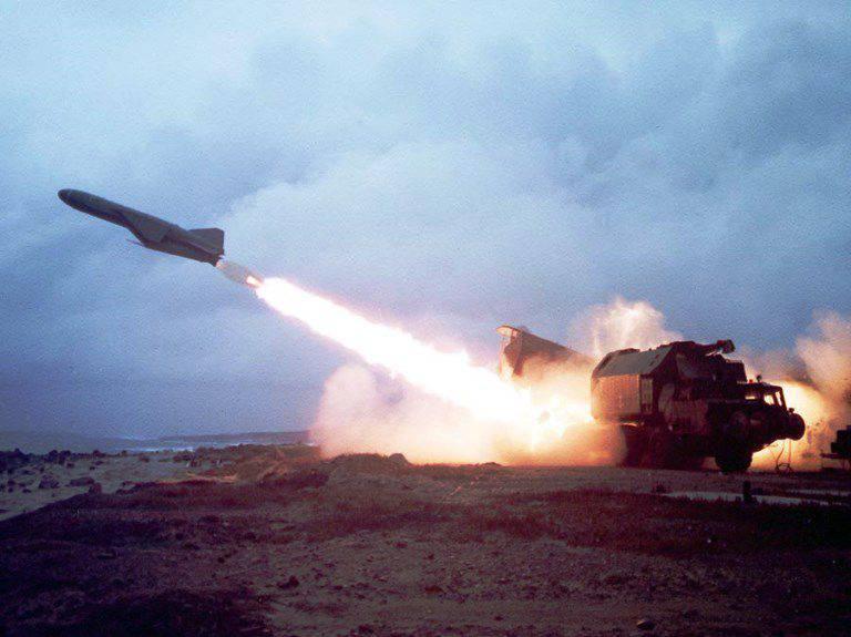 연습 중 캄차카 미사일이 실사를 수행합니다.