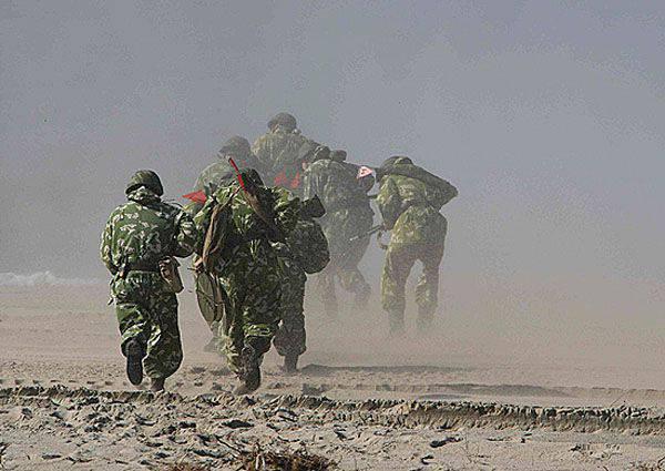 러시아 연방의 무장 세력 운동 중 500 해병대는 발트해 연안에 상륙했다.