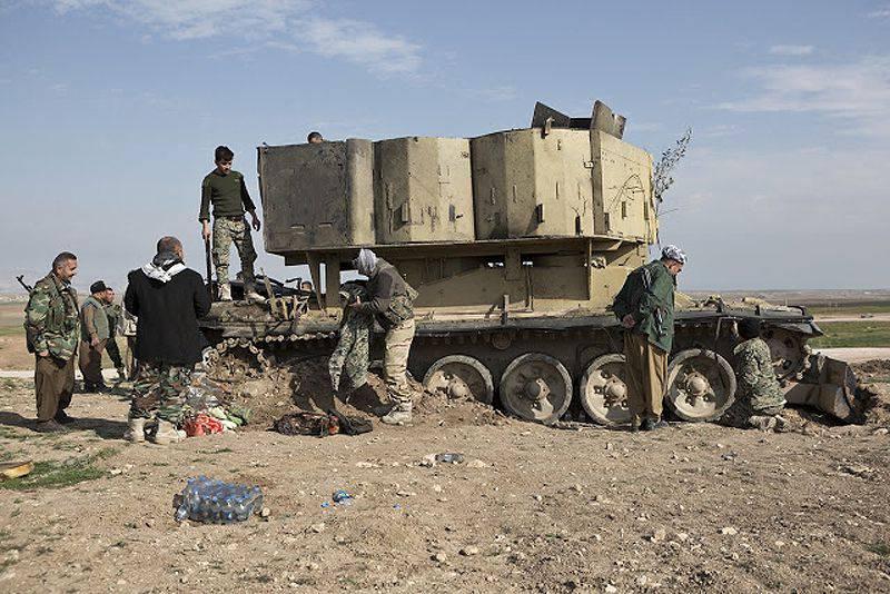 """İslam Devletinin El Sanatları: Savaş """"otobüs"""" için zırhlı bir kurtarma aracından"""