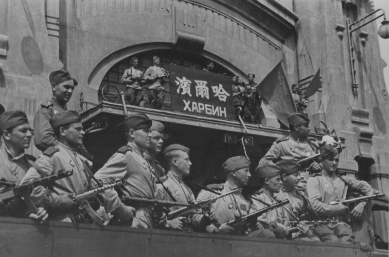 Staline rétablit la position militaro-stratégique de la Russie en Extrême-Orient