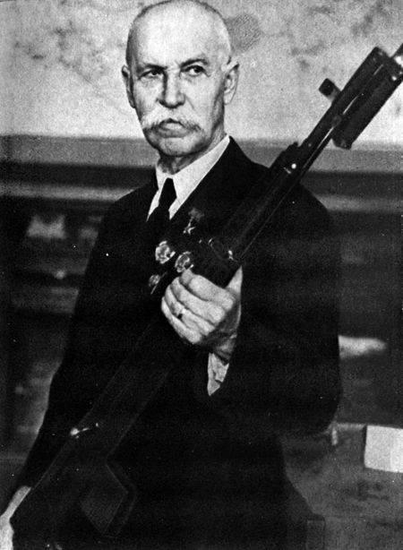 툴라 토카 레프 : 남자와 총