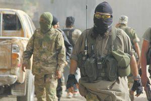 이 마스크는 테러리스트 나 SAS 전투기의 얼굴을 숨길 수 있습니다. 로이터 사진