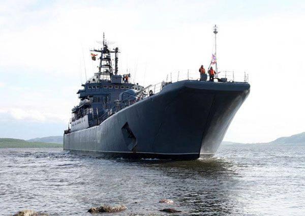 ロシア連邦の連邦評議会の船のグループ化は、長距離北極圏航海に着手しました。