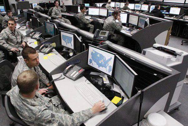 """""""비 침략""""협정은 미국이 서명 한 경우 존중되어야합니까?"""