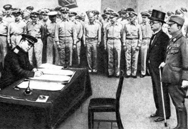 극동 (RF)의 도시에서 군사 및 해군 퍼레이드는 제 2 차 세계 대전에서 승리의 70 기념일 행사에 개최됩니다