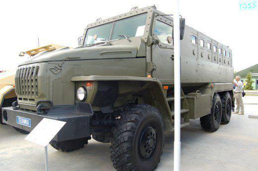 """Askeri-teknik forumda """"Ordu-2015"""" güncellenmiş bir zırhlı araç """"Federal M"""" sunuldu"""