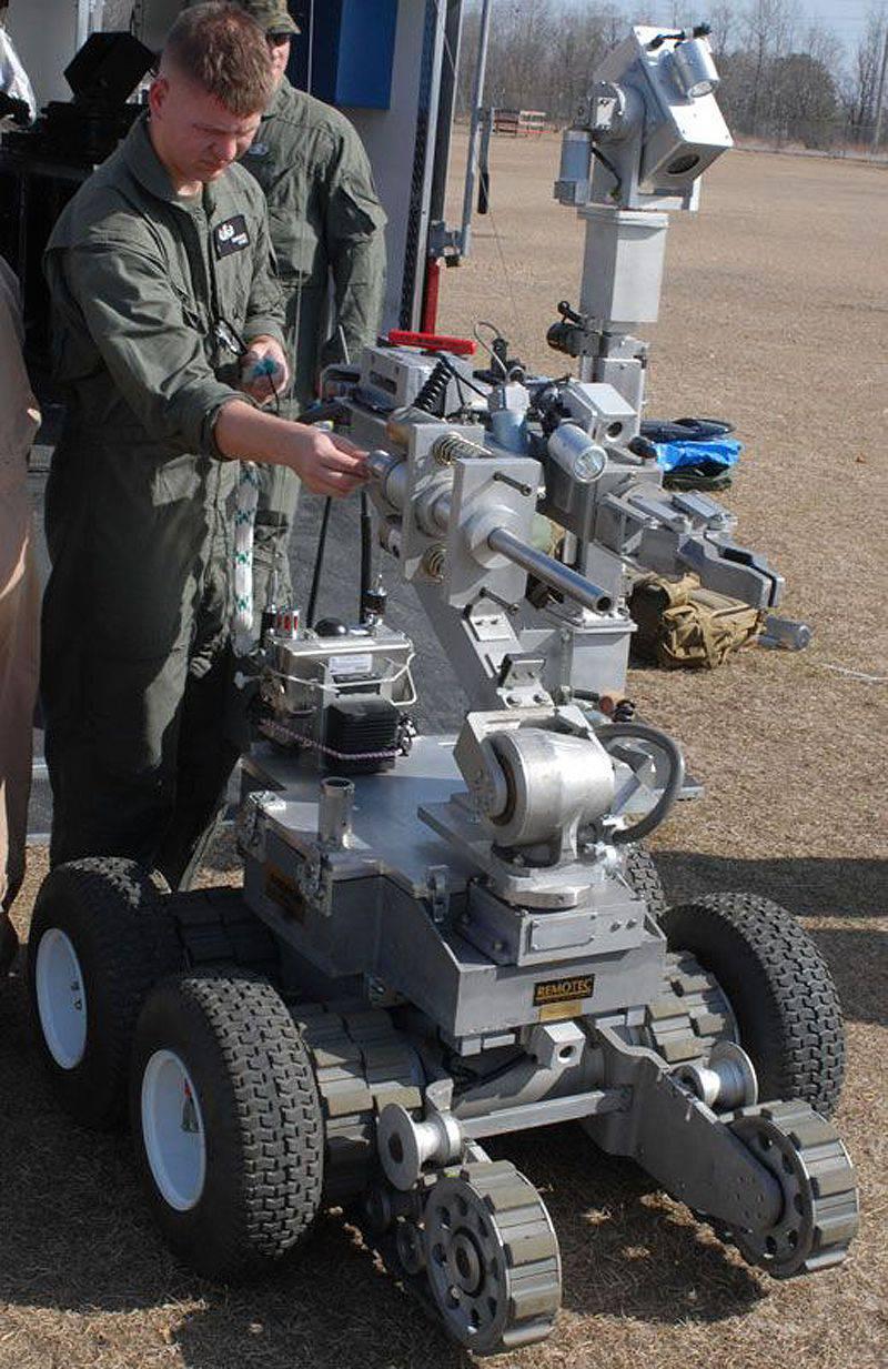 明日の世界:交差点での軍用ロボット