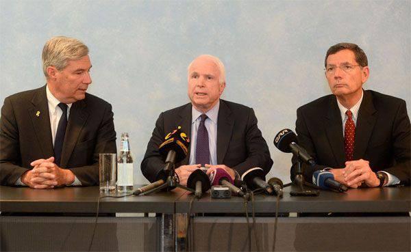"""블라디미르 푸틴이란 대통령이 탈레반에 도착한 매케인 (McCain)은 """"자만하고 뻔뻔스러운"""""""
