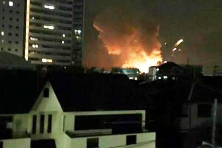 Au Japon, sur la base américaine, les explosions ont tonné