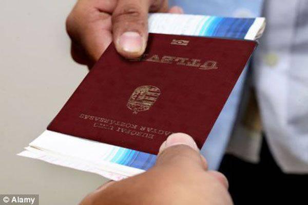 Budapeşte'de, pek çok Ukraynalı Macar pasaportunun sahtekarlıkla alındığına inanıyor.