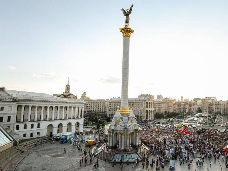 우크라이나의 여론 조사 결과 : 국민의 3 %가 Poroshenko와 Yatsenyuk의 개혁을 올바르게 고려