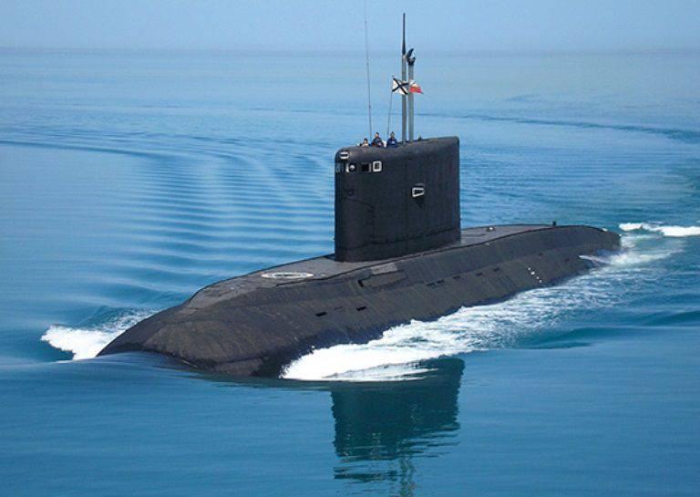ディーゼル電気潜水艦Novorossiyskは黒海艦隊に向かっています