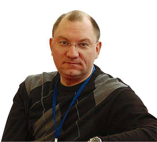 """루슬란 푸 코프 (Ruslan Pukhov) : """"러시아 무기 수출이 정체를 기다리고있다"""""""