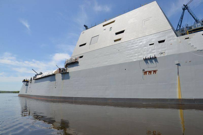 ロシア海軍の原子力駆逐艦。 外を見て