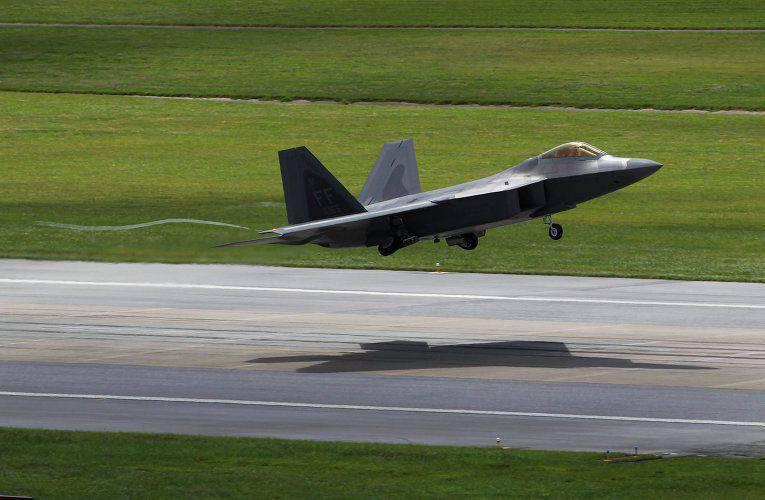 Le lien du F-22 américain est arrivé en Europe