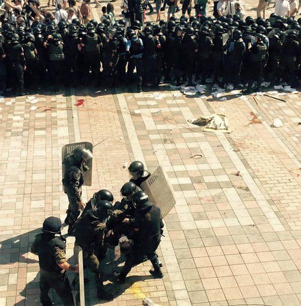 Praovoseki는 VRU 건물의 행사가 끝난 후 Poroshenko가 Yanukovich의 길을 따라 가고 있다고 말했다.