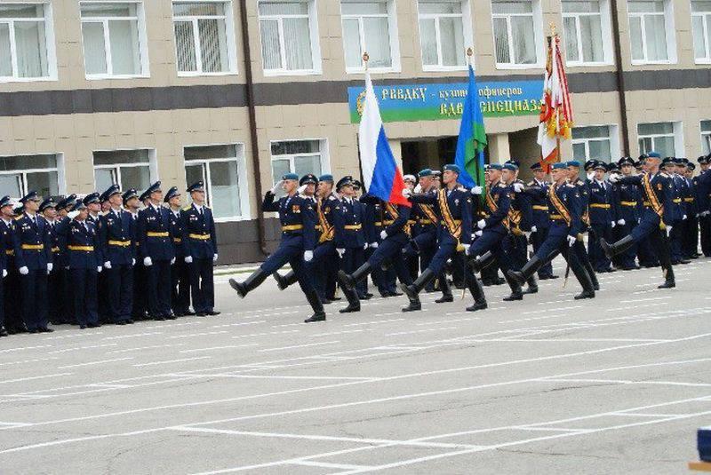 Vladimir Shamanovは、Ryazan Airborne School(RVDKU)の士官候補生と教師に、週に1日、外国語を話すように命じました。
