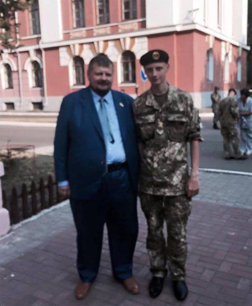 Nardep VRU Mosiychuk는 Rovno의 알려지지 않은 사람이 검찰의 건물에 수류탄을 던졌다 고 씁니다