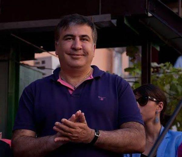 Yatsenyuk는 Saakashvili의 비난에 대답하려고 노력했다.