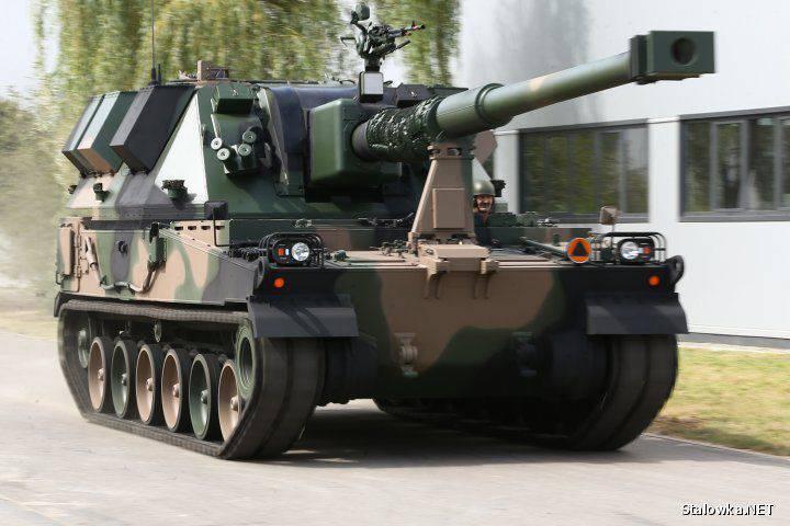 Le compagnie polacche hanno presentato due nuove installazioni di artiglieria semoventi