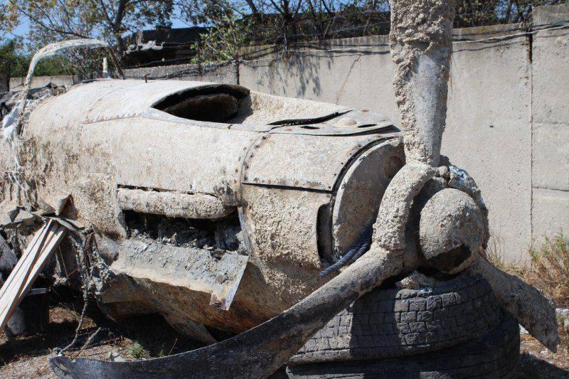 Instalou a tripulação do falecido avião de ataque encontrado durante o trabalho de construção da ponte sobre o estreito de Kerch