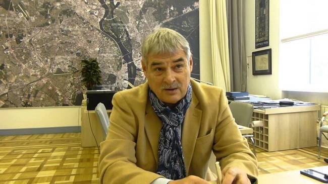 キエフの主な建築家と歴史的遺産を破壊しているIGの戦闘機の違いは何ですか?..