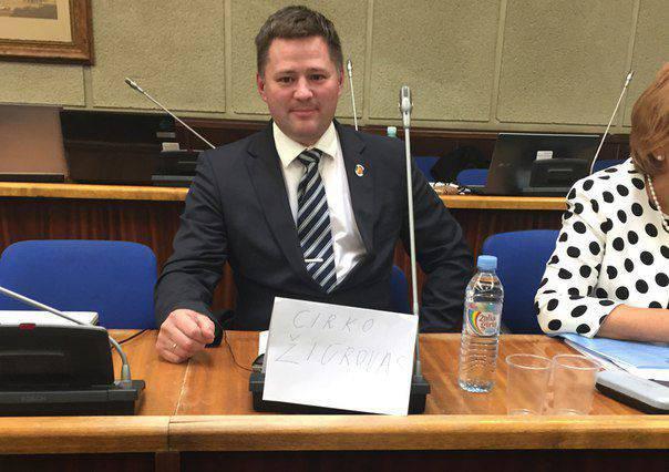 La commission d'éthique discute de la déclaration du député du conseil municipal de Klaipeda, qui a qualifié la Lituanie d'état fasciste