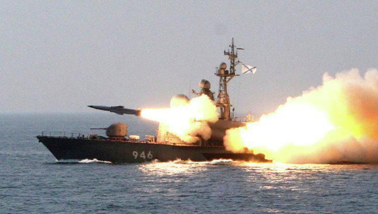 ロシアの船がカスピ海でロケット発射を行う