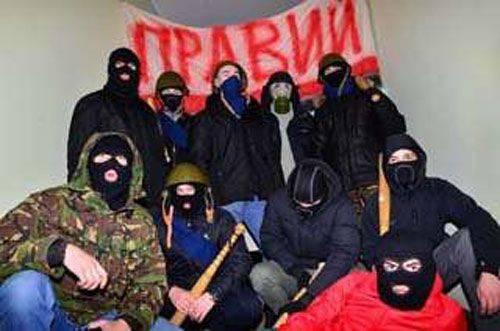 La campagna contro le forze dell'ordine sta gradualmente guadagnando slancio in Ucraina